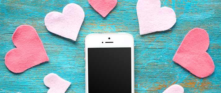 Téléphone portable avec coeurs