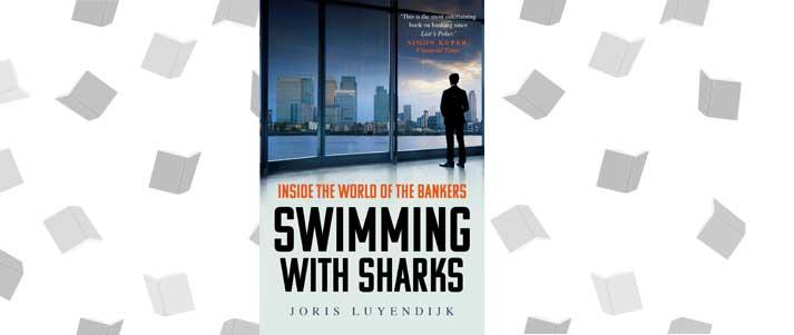 couverture de livre nager avec les requins