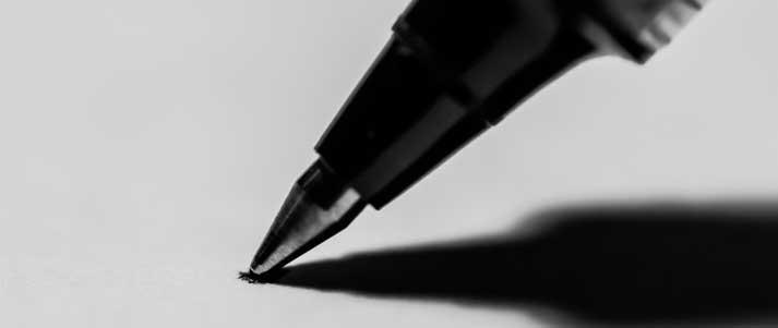 stylo écrit sur papier