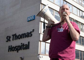 «Épuisé, démoralisé et consterné»: une infirmière du NHS se prononce contre une augmentation de salaire de 3%