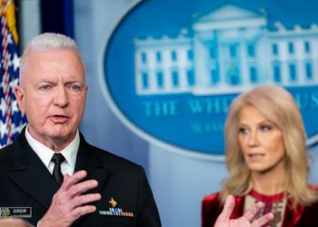 """""""Ce n'est qu'une question de temps"""": un ancien responsable de Trump lance un sombre avertissement aux non vaccinés"""