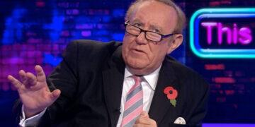 """Andrew Neil a rendu des comptes à l'heure des questions sur les """"sifflets pour chiens"""" de GB News"""